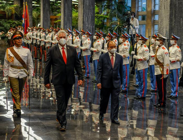 Entrega de la Orden José Martí al Presidente de  Vietnam. Foto: José Manuel Correa/Granma.