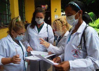 Personal médico cubano en Guatemala. Foto: misiones.minrex.gob.cu / Archivo.