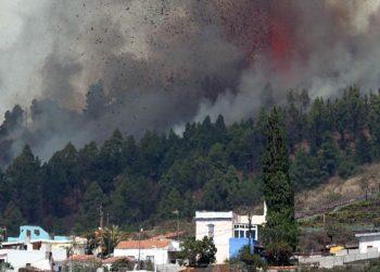 El volcán Cumbre Vieja en plena erupción. Foto: Perfil.com.