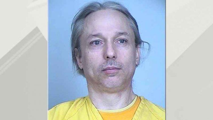 Michael Hari, ya con a la identidad de Emily Hari, en una foto de la prisión.   Departamento de Justicia.