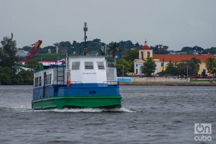 Travesía de la lanchita desde Regla hasta el Muelle de Luz, en La Habana. Foto: Otmaro Rodríguez.