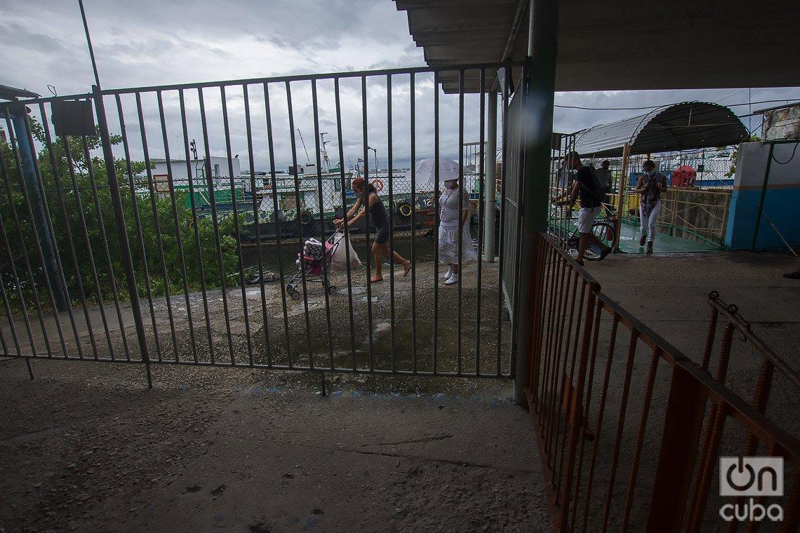 Terminal de lanchas en el poblado de Regla, en La Habana. Foto: Otmaro Rodríguez.