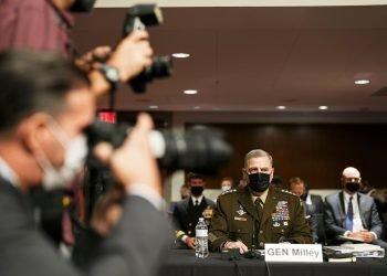 El general Mark Milley al inicio de la audiencia en el Senado. | Foto: Sarahbeth Maney/The New York Times