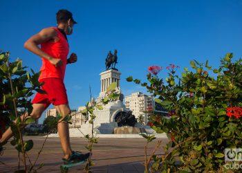 Muchas personas practican deporte en el área del Monumento a Máximo Gómez. Foto: Otmaro Rodríguez.