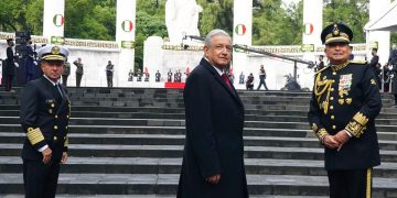 """López Obrador es presidente temporal de la Celac y se ha propuesto transformar ese organismo """"en algo semejante a la Unión Europea"""". Foto durante el acto conmemorativo por los niños héroes de Chapultepec. Tomada del perfil en Facebook de la presidencia de México."""