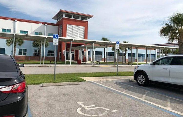 La escuela secundaria Harns Marsh, en Fort Mayers, Florida. Foto: Daily Mail.