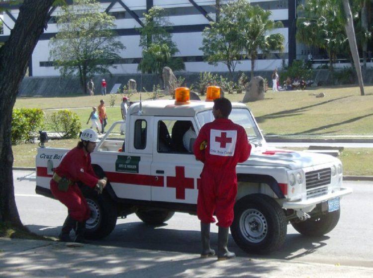 Fuerzas de la Cruz Roja en Santiago de Cuba, única provincia que no procesó muestras el martes por problemas en su laboratorio. Foto: Carlos A. Gonce Socías/Cmkc