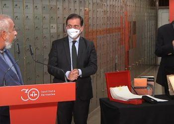 Leonardo Padura y Sergio Ramírez, el lunes 13 de septiembre en el Instituto Cervantes. Foto: captura de pantalla de la transmisión del evento por el canal de YouTube de la institución.