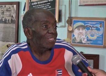"""Ramón Hechavarría Yate, """"el Chava"""", en un reportaje de la televisión santiaguera."""