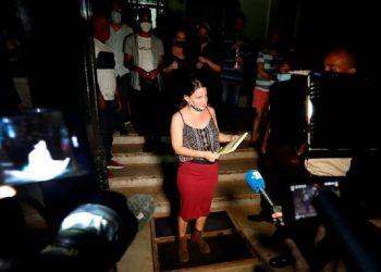 La poeta y activista Katherine Bisquet (c), en una fotografía de archivo. Foto: Ernesto Mastrascusa/Efe.