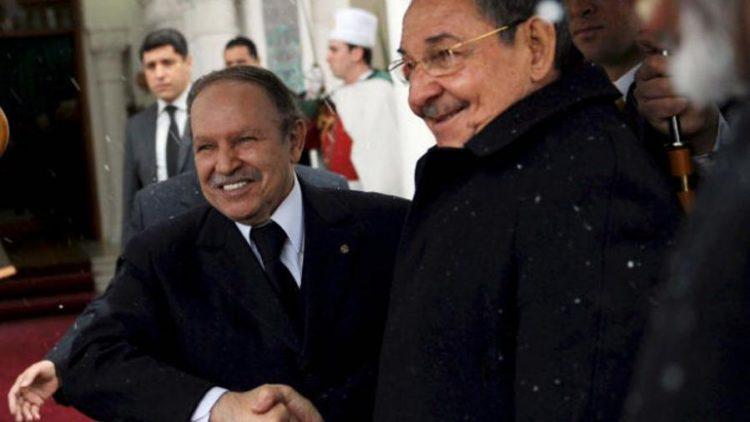 Abdelaziz Bouteflika recibe a Raúl Castro en Argelia, durante su visita de 2009. Foto: Minrex.
