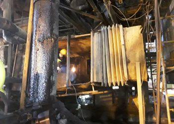 Trabajadores de la Unión Eléctrica en reparaciones de la Termoeléctrica Antonio Guiteras. Foto: perfil de Facebook de la UNE.