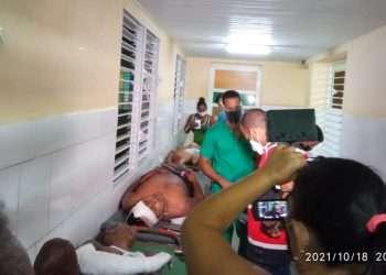 Los lesionados permanecen bajo observación en el hospital de Baracoa. Foto: Primada Visión/Facebook.