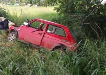 Un vehículo impactó contra una barra vial en un punto de la carretera central entre Artemisa y Candelaria. Foto: Tomada de El Artemiseño.