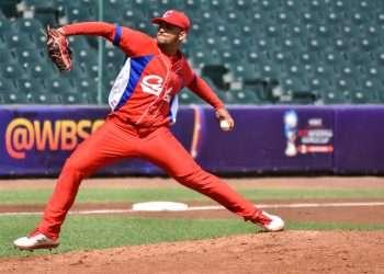 El lanzador Naikel Cruz, uno de los integrantes de la selección cubana. Foto: pelotacubanausa.com/