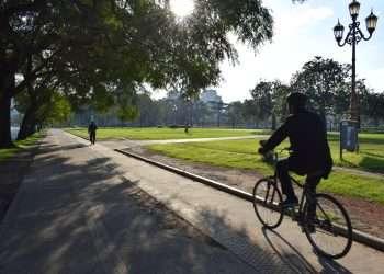 Un ciclista por Buenos Aires, en 2019. Foto: LEZ.