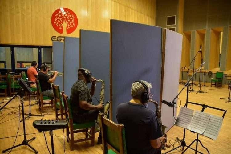 Músicos durante la grabación del disco Los Herederos. Foto: Facebook.com/ENAMusicaCuba