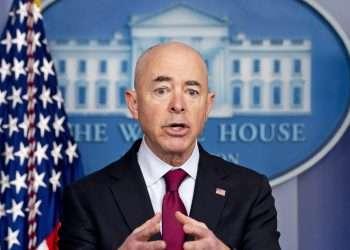 El secretario de Seguridad Nacional de EE.UU., Alejandro Mayorkas, en una rueda de prensa en la Casa Blanca. Foto: Andrew Harnik / AP / Archivo.
