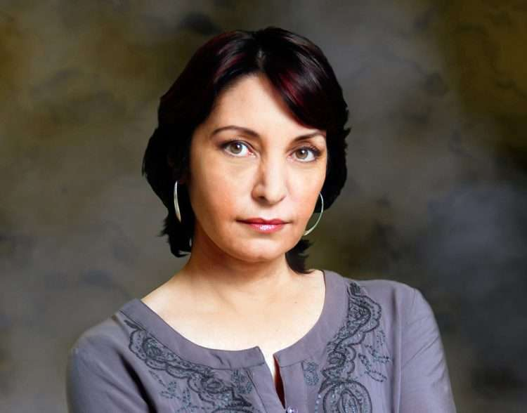 Daína Chaviano es una de las tres mejores escritoras de Fantasía y Ciencia Ficción de Hispanoamérica junto a la argentina Angélica Gorodischer y la española Elia Barceló.