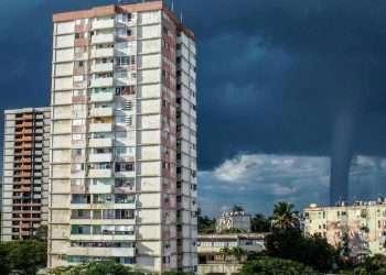El fenómeno es el octavo reportado este año en la provincia, contando trombas marinas y tornados. Foto: noticiascuba.net